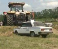 Автомобиль ГАИ переехал трактор