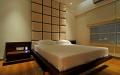 Спальня в японском стиле с декоративным стеганным изголовьем