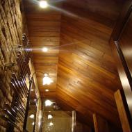 Освещение в потолке из тика