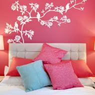 Розовое чудо в спальной комнате