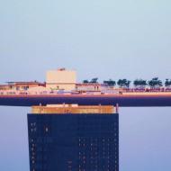 Отель в Сингапуре Marinа Bay Sands - гондола на крыше