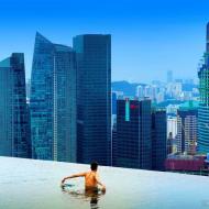 Отель в Сингапуре Marinа Bay Sands - бассейн на крыше, не имеющий бортов