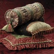 Декоративные подушки и валики с использованием тканей и фурнитуры европейских и американских производителей
