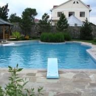 Частный бассейн с трамплином