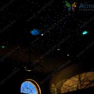 Звездное небо на потолке загородного дома