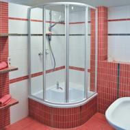 Душевые уголки для маленьких ванн.
