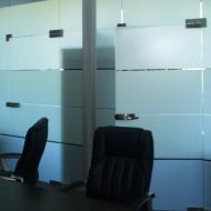 Офис компании Projectmanager: цельностеклянная перегородка КПС Glass