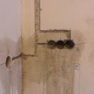 Устройство ниш для подрозетников в бетонной стене