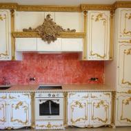 Кухня в стиле Барокко из дерева массива со впатиной, отделанна позолотой позолотой