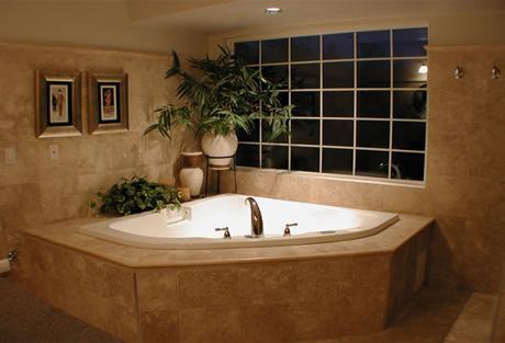 Ванная комната, отделанная камнем