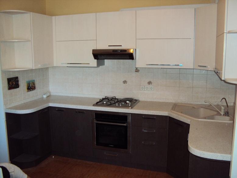 Бело коричневые кухни фото