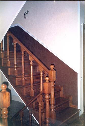 Белая угловая лестница из дерева - Новая Лестница