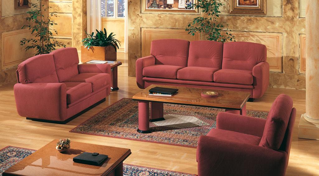 Терракотовый диван в интерьере